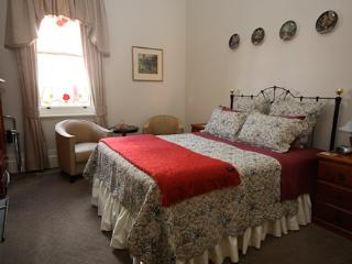 1 bedroom Bed and Breakfast with Internet Access in Rutherglen - Rutherglen vacation rentals