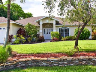 Villa Alegria - Heated Pool, Canal Access w/Boat Lift, 4 bdrms, Sleeps 10+ - Cape Coral vacation rentals
