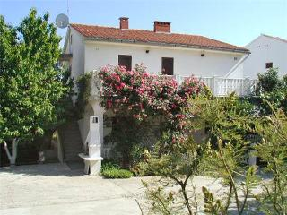 Nice Condo with Tennis Court and Television - Baska vacation rentals