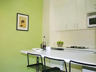 Deluxe 1 Bedroom Apartment Twin - Melbourne vacation rentals