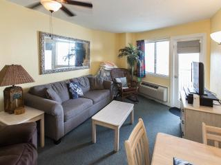 Charming Condo 1 Bedroom King Suite with Angle Oce - Myrtle Beach vacation rentals