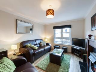 Bright Apartment in Edinburgh with Television, sleeps 4 - Edinburgh vacation rentals