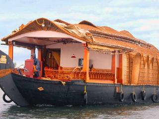 Holiday Cruize  Alleppey (Doubl Bedroom For 5 PAX) - Alappuzha vacation rentals