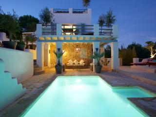 4 bedroom villa (all en suite) at Cala Carbo - San Jose vacation rentals