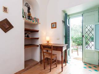 Adorable 6 bedroom Villa in Schiazzano with Internet Access - Schiazzano vacation rentals
