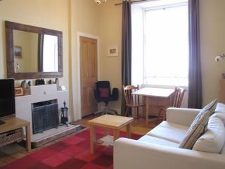 Jeffrey St (Flat 12): Royal Mile, City Centre - Edinburgh vacation rentals