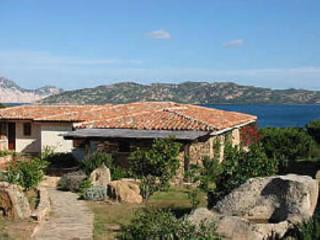 villino con giardino vista a 150mt dalla spiaggia - Capo Coda Cavallo vacation rentals