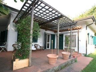 Spacious 5 bedroom Villa in Forte Dei Marmi - Forte Dei Marmi vacation rentals