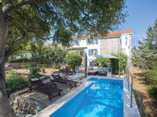 Wonderful 4 bedroom House in Garica - Garica vacation rentals