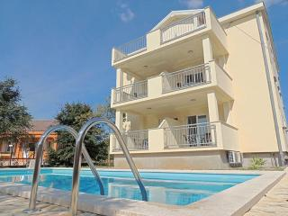 04501 Cheerful apartment with pool - Pinezici vacation rentals