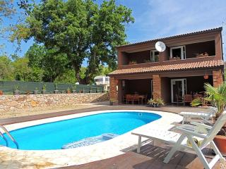08601 Modern holiday house with pool - Kapovci vacation rentals