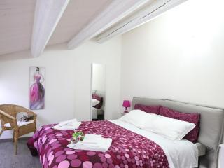 Bright 5 bedroom Farmhouse Barn in Sampieri - Sampieri vacation rentals