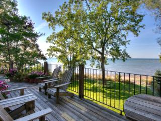 Ripple Cove Cottage - Private Beachfront Cottage - Crystal Beach vacation rentals