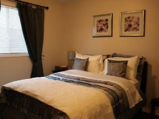 3 bedroom House with Internet Access in Brampton - Brampton vacation rentals