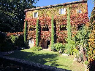 Charming stone house 7p. 12 km from Uzès Gard, private pool - La Bruguiere vacation rentals