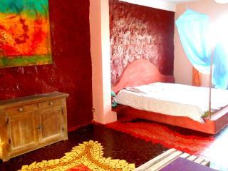 grande chambre dans maison d'artiste île de Ngor - Ngor vacation rentals