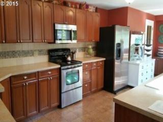 Furnished Home, Sun Porch, Huge Yard, parking - Portland vacation rentals