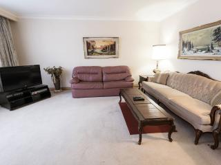 Affordable 1, 2 & 3 Bedroom Toronto Holiday Apartm - Toronto vacation rentals