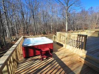 Golf Club Resort with Hot Tub!! - Tannersville vacation rentals
