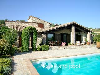 PERFECT ViEW, COMFORTABLE, TRANQUIL, IDYLLIC - Collevalenza vacation rentals