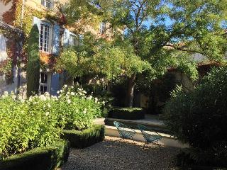 Perfect  Provence Village House with Pool and Garden, 5 bedrooms, - Eyragues vacation rentals