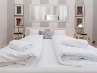 Romantic 1 bedroom Apartment in Krakow - Krakow vacation rentals