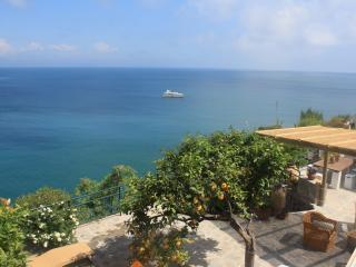 La Casa di Ale, angoli di paradiso! - Sant'Angelo vacation rentals