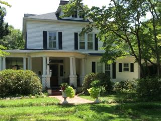 Comfortable 4 bedroom Aiken House with Internet Access - Aiken vacation rentals