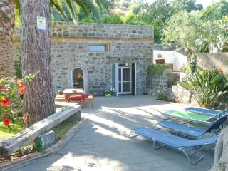 Tipico casale siciliano sul mare - Carruba vacation rentals