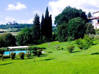 VILLA IL NIBBIO WITH POOL AND GARDEN NEAR FLORENCE - Reggello vacation rentals