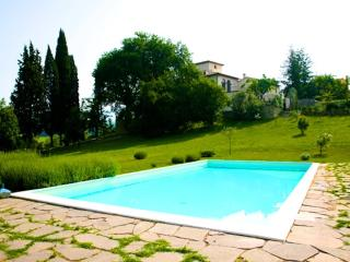 APRT IN HISTORICAL VILLA WITH SWIMMING POOL - Ciliegi vacation rentals