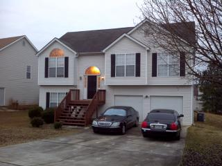 Amazing 5 bedroom 3 full bath split level house. - Jonesboro vacation rentals