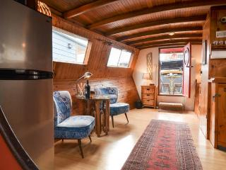 Turnip Houseboat Awesomesauce - Seattle vacation rentals