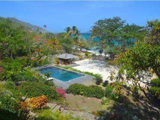 Exquisite beachfront paradise | Ophelia - Friendship vacation rentals