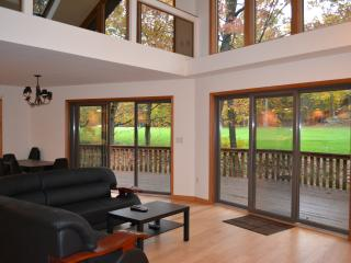 Modern Golf course house by Lake Wallenpaupack - Greentown vacation rentals