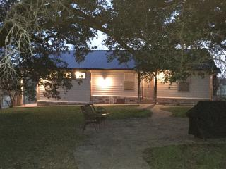Beautiful 3 bedroom Cottage in Glen Rose - Glen Rose vacation rentals