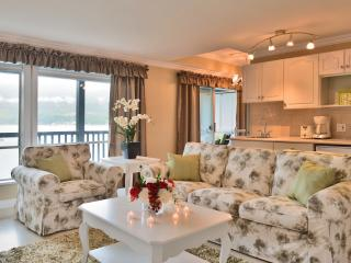 Oceanside - Sea Breeze Luxury Suite - Sechelt vacation rentals