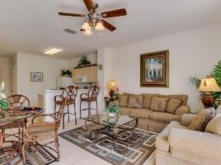 Kid-friendly rental 5 miles from Disney, shared pool & gym - snowbirds welcome! - Four Corners vacation rentals