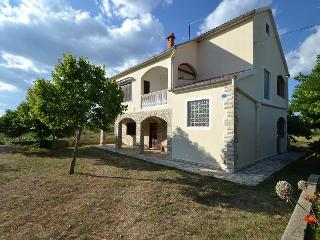 Cozy 2 bedroom House in Novigrad with A/C - Novigrad vacation rentals