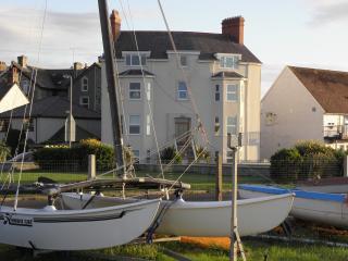 2 bedroom Penthouse with Internet Access in Llanfairfechan - Llanfairfechan vacation rentals