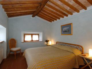 Agriturismo Montecchio, Mansarda - Semproniano vacation rentals