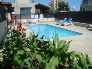 large 1 bed apt, s/pool, free Wifi close to sea, - Limassol vacation rentals