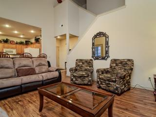 No steps, Newly updated and 1 mile to SDC - Branson West vacation rentals