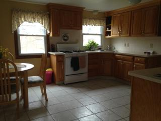 Sunny, 3 bedroom house, on cul de sac - Needham vacation rentals