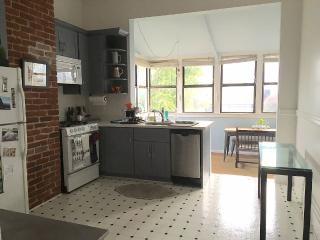 Bright and Spacious 2 Bedroom in Cole Valley - San Francisco vacation rentals