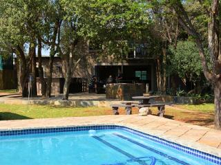 Mgankla Lodge Self-catering accommodation Brits - Brits vacation rentals