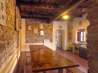 Bright 5 bedroom Zocca House with Parking - Zocca vacation rentals