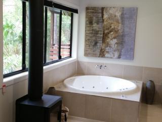 Romantic 1 bedroom Condo in Eudlo - Eudlo vacation rentals