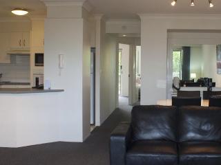 Nice 2 bedroom Condo in Runaway Bay - Runaway Bay vacation rentals