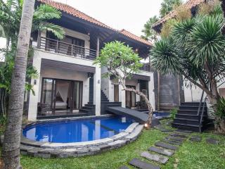 Villa UMA 6 bedroom suitable for big groups - Seminyak vacation rentals